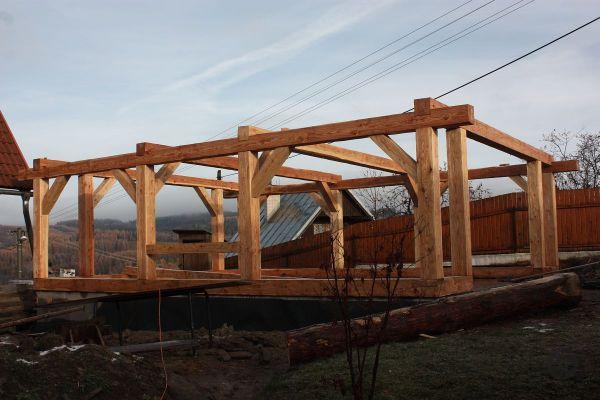 drevena-stodola-tradicnou-tesarskou-technikou-04F8E79048-E62E-24F0-B106-88856E84E5FB.jpg