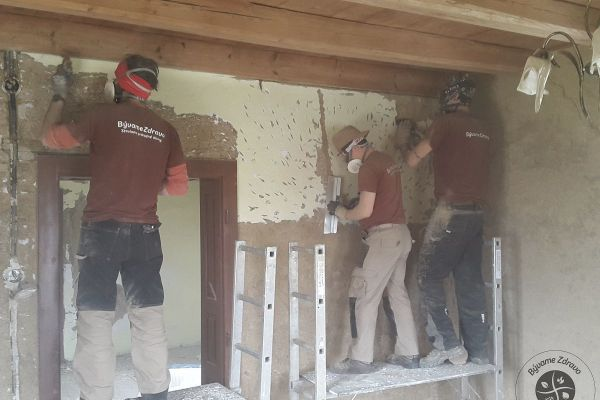 zdrava-rekonstrukcia-domu-rudnik-020B21C173-C62B-246D-207B-0036F18A6465.jpg